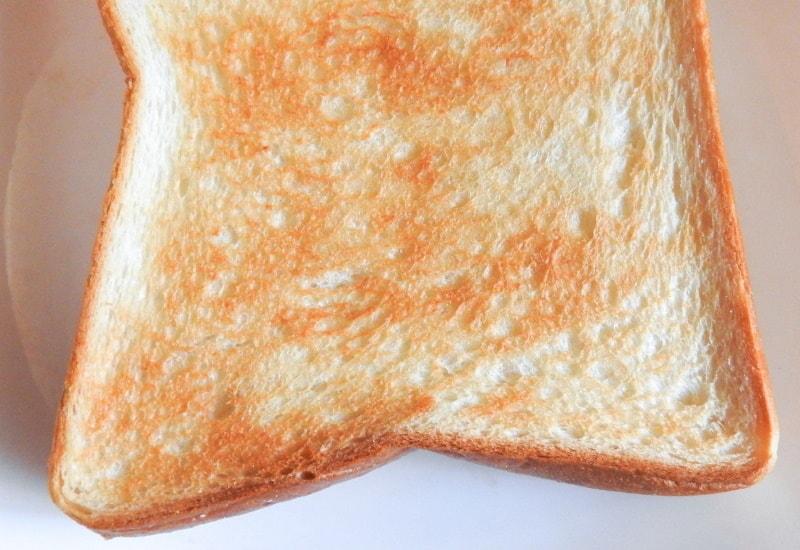 うっすら焦げた食パン(アンキパンじゃないよ)